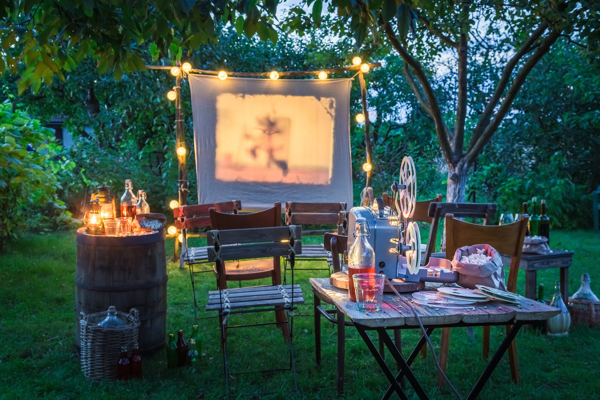 tips for outdoor movie night